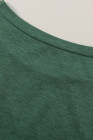 Camiseta verde con bolsillos y aberturas laterales