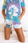 Blaues T-Shirt mit Batikmuster und Shorts mit Kordelzug