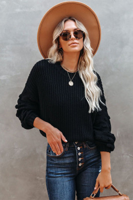 Черный короткий вязаный свитер с круглыми рукавами