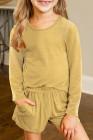 طقم كنزة صوفية بأكمام طويلة وسروال قصير أصفر للفتيات الصغيرات