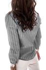 Серая рубашка в полоску с отложным воротником и кружевными манжетами