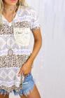 T-shirt violet avec poche en dentelle et col en V imprimé léopard