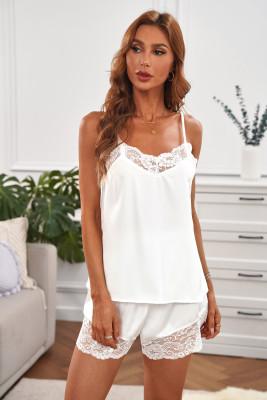 Белая майка с кружевной отделкой и пижамный комплект с шортами