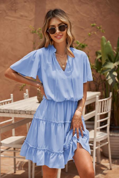 فستان ميني سوينغ مكشكش بياقة على شكل V أزرق سماوي