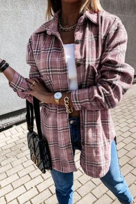 Розовое пальто-рубашка на пуговицах в клетку с разрезами