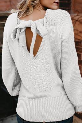 سترة بيضاء مفرغة الظهر مع ربطة عنق