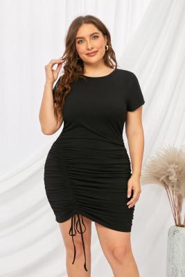 فستان ضيق بياقة مستديرة وأكمام قصيرة ورباط مكشكش ومقاس كبير