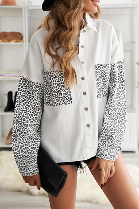 Chaqueta vaquera de leopardo en contraste blanca