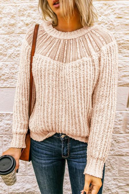 Бежевый вязаный свитер с круглым вырезом и кружевом