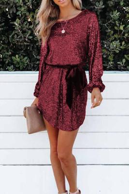 Vestido de lentejuelas de manga larga suelta rojo vino con fajín