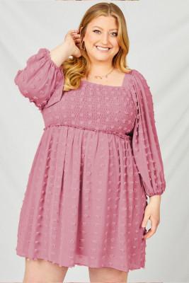 Vestido rosa con mangas abullonadas y lunares suizos de talla grande