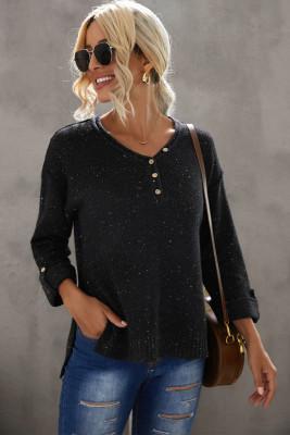 Черный вязаный свитер с открытыми плечами на пуговицах