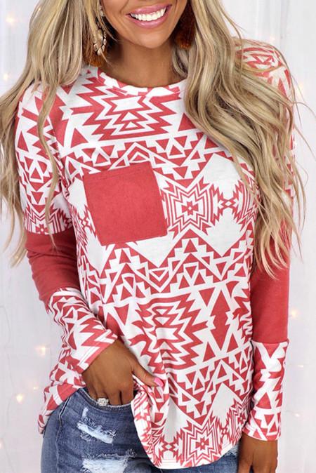 Top rojo de manga larga con bolsillo empalmado y estampado azteca