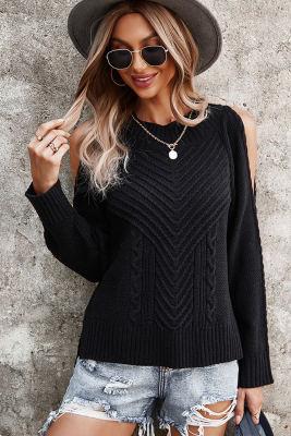 Suéter negro de manga larga con textura de hombros descubiertos