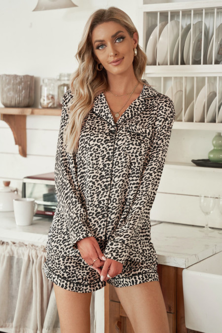 Ensemble pyjama chemise et short léopard