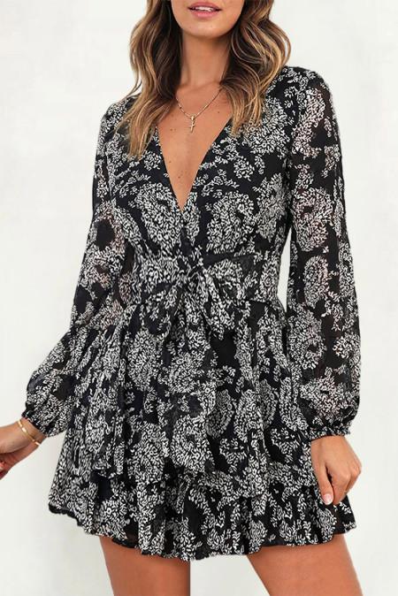 Черное короткое платье с V-образным вырезом и мешковатыми рукавами на талии с двухслойным рюшами и цветочным принтом