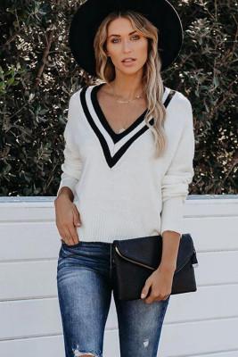 Suéter de punto blanco con escote en V profundo en contraste
