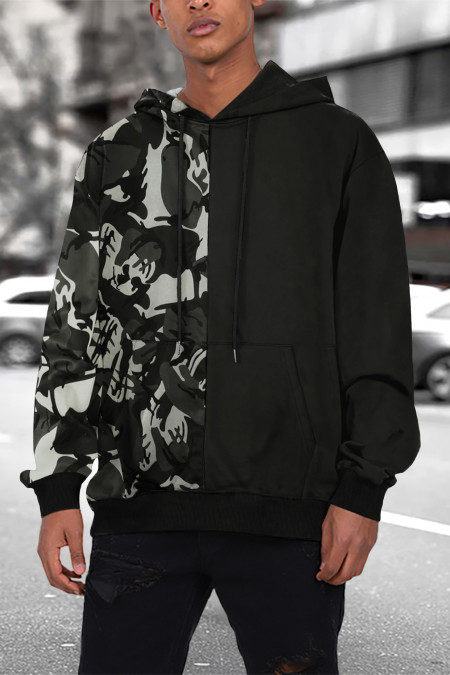 Черная мужская худи с камуфляжными цветными блоками и карманом-кенгуру