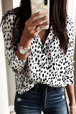 Blusa de manga larga con cuello vuelto y estampado de leopardo