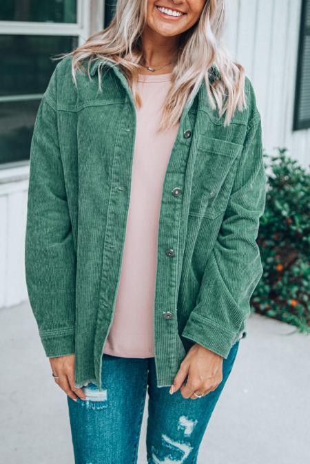 Chaqueta de pana verde con botones de bolsillo