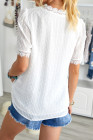 Top de manga corta con cuello en V de encaje blanco con cuello en V y lunares suizos