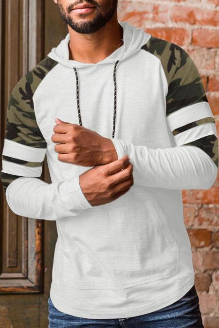 Sudadera con capucha con bolsillo de manga larga y raglán de camuflaje para hombre