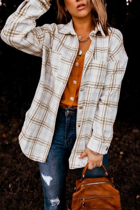 Abrigo estilo camisa abotonado con estampado de cuadros caqui con aberturas