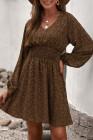 Коричневое мини-платье с V-образным вырезом и воздушными рукавами со сборками и принтом на талии