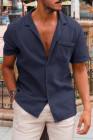 قميص أزرق بأكمام قصيرة مع جيب
