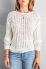 Белый вязаный свитер с открытыми плечами и открытыми плечами